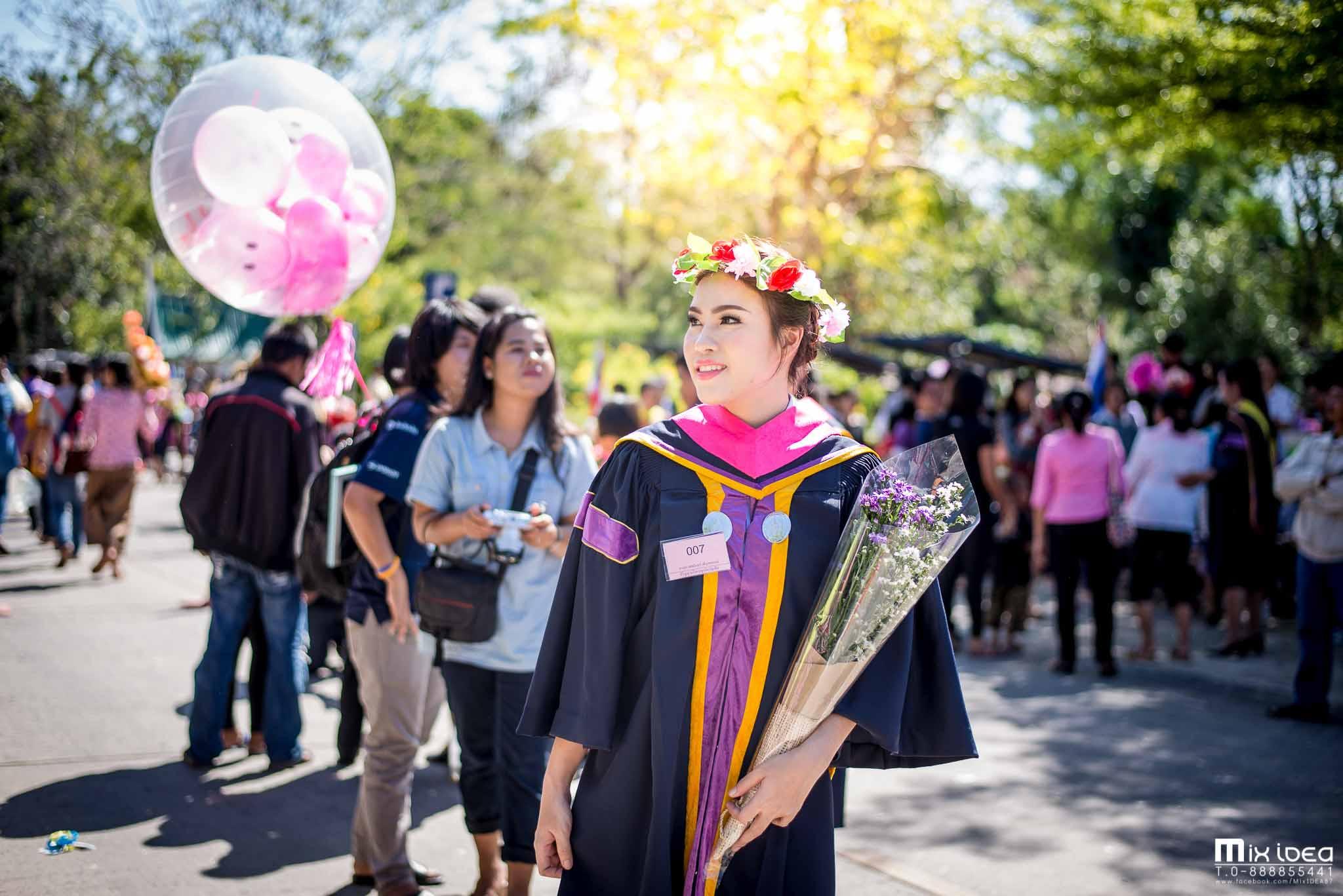 Photo of น้องแอน บัณฑิตป้ายแดง เกียรตินิยมอันดับ 1 สาขาวิชาการจัดการ มหาวิทยาลัยราชภัฏบุรีรัมย์