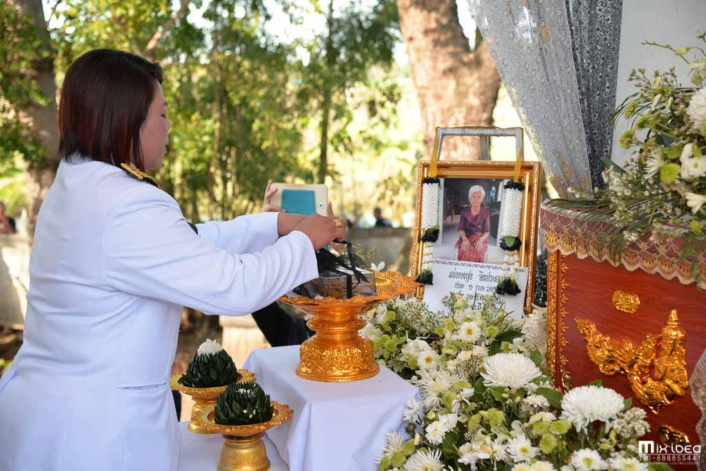 Photo of บรรยากาศในพิธีพระราชทานเพลิงศพ คุณแม่ทองสุข จิตประเสริฐ